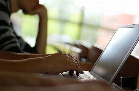 Ученые назвали общение в интернете приличным и нормальным