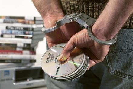 Пират выплатит почти 500 тыс. руб. правообладателям за распространение контрафакта